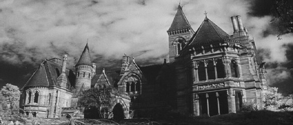 BOOK VERSUS FILM: The Haunting of Hill House